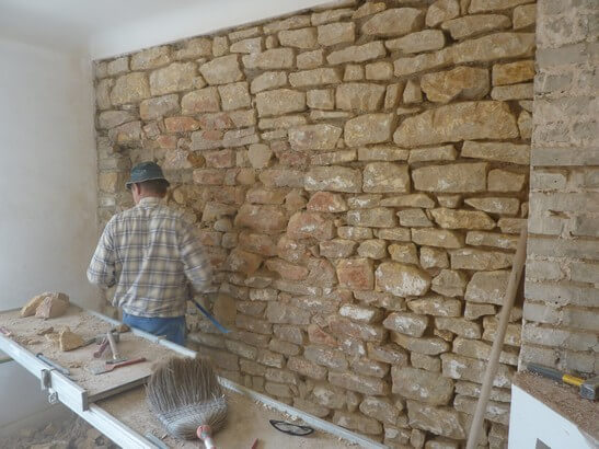 Comment construire un mur en pierre - Decoration interieur maison en pierre ...