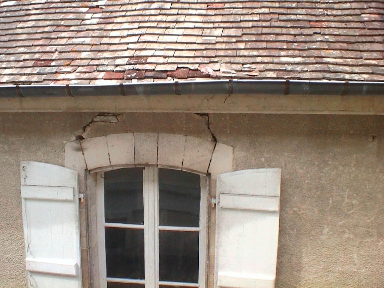 Restaurer un arc de pierres au dessus d 39 une fen tre for Renover une fenetre