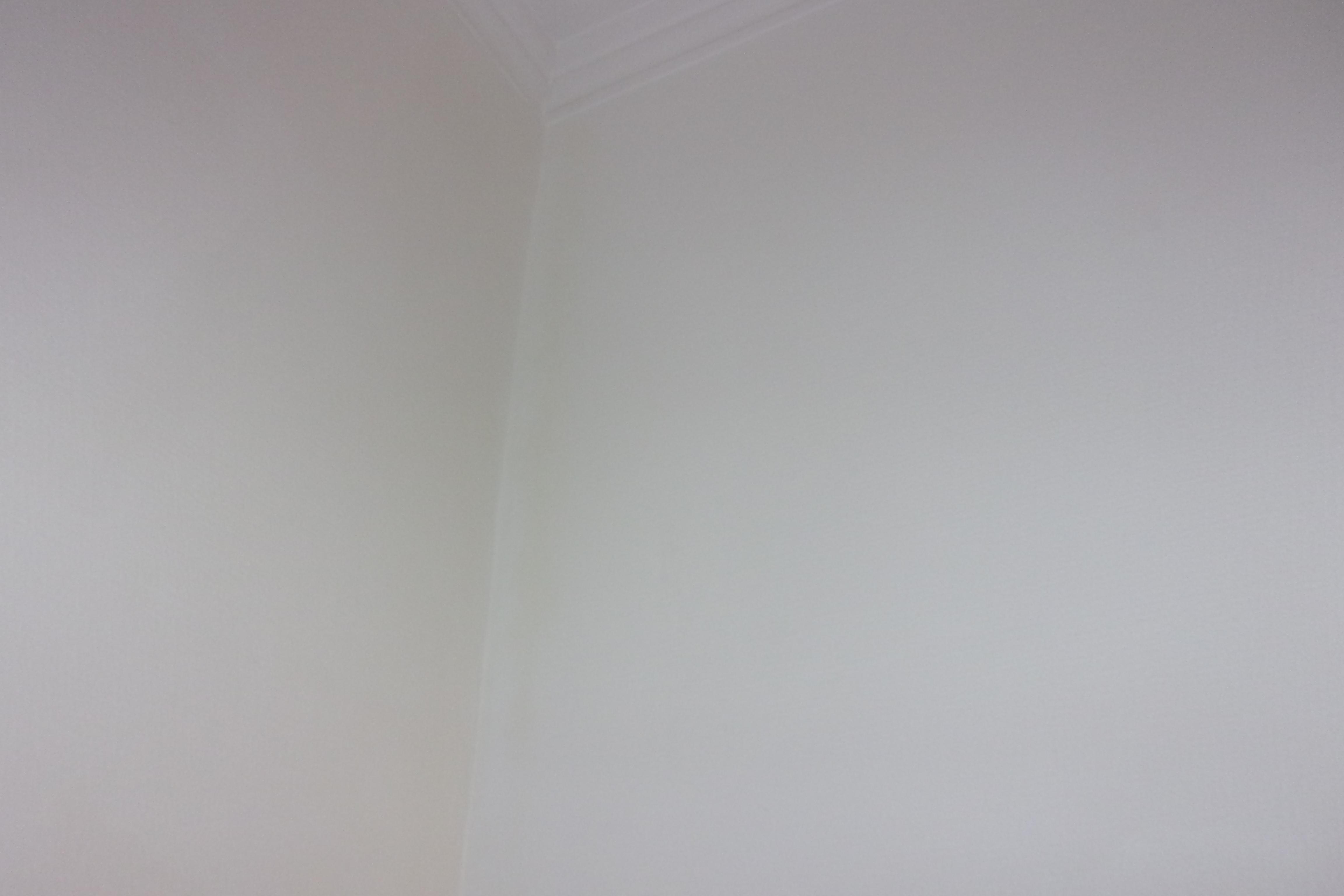 peinture blanche qui a jaunit sur mur. Black Bedroom Furniture Sets. Home Design Ideas