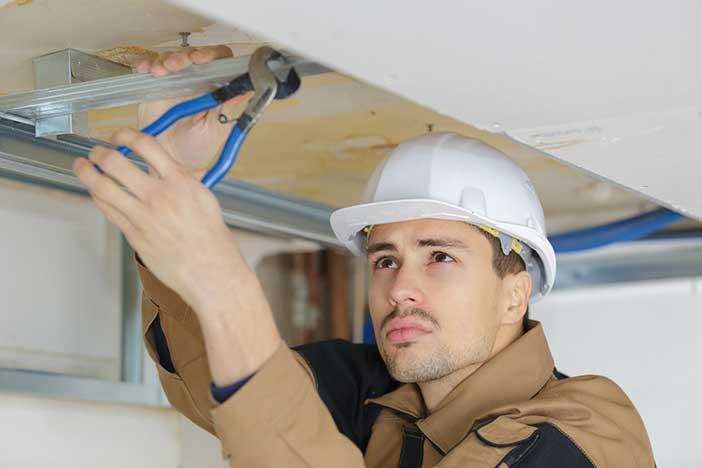 travaux installation faux plafond suspendu